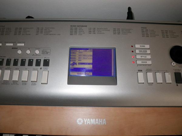 Yamaha dgx-620 - Wy�wietlacz pokazuje p� obrazu lub wcale
