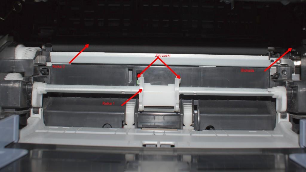 SAMSUNG ML-2010PR Czyszczenie rolek podajnika papieru. - Instrukcja