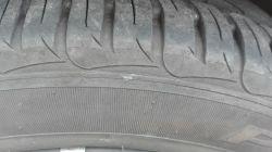 Toyota Yaris - Ocena uszkodzenia opony [FOTO]