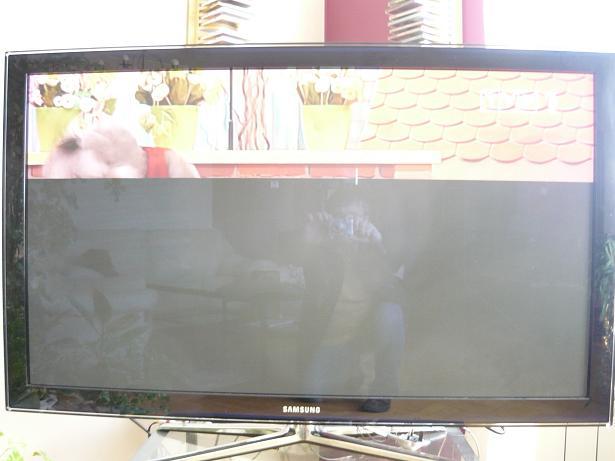 Czarny poziomy pas w tv plazma Samsung PS50C680