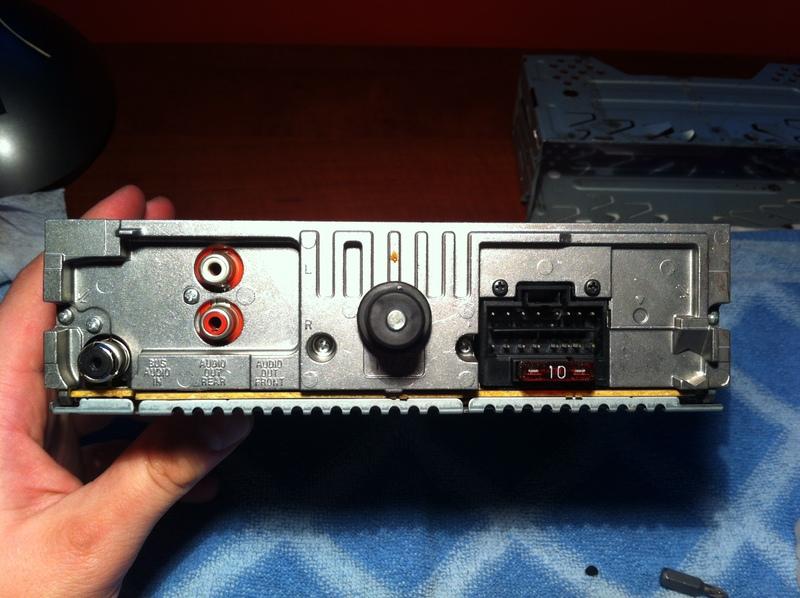 Sony CDX-S2220 przepi�cie CD na kabel aux