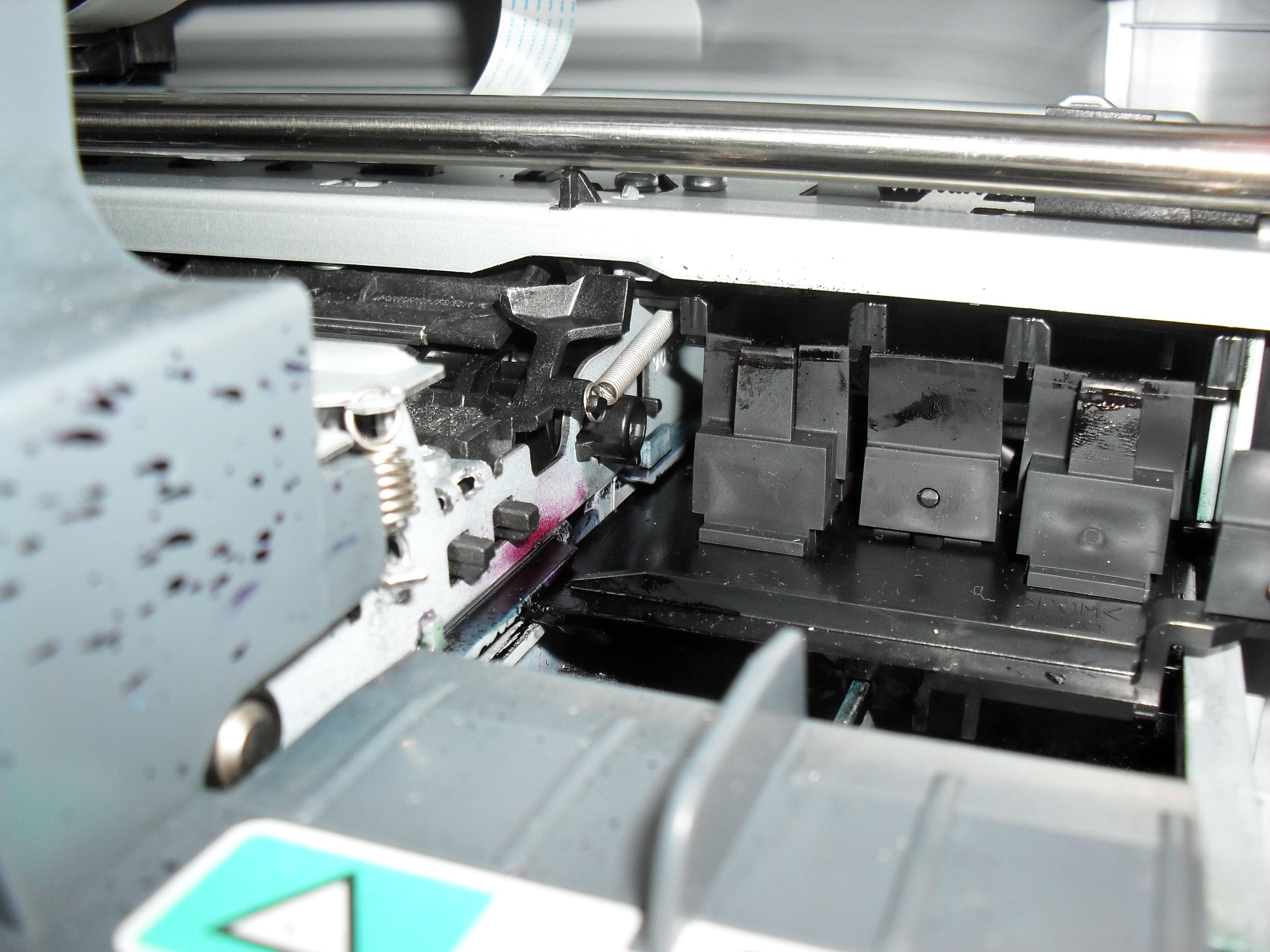 HP Photosmart C4180 - Zgrzytanie podczas startu