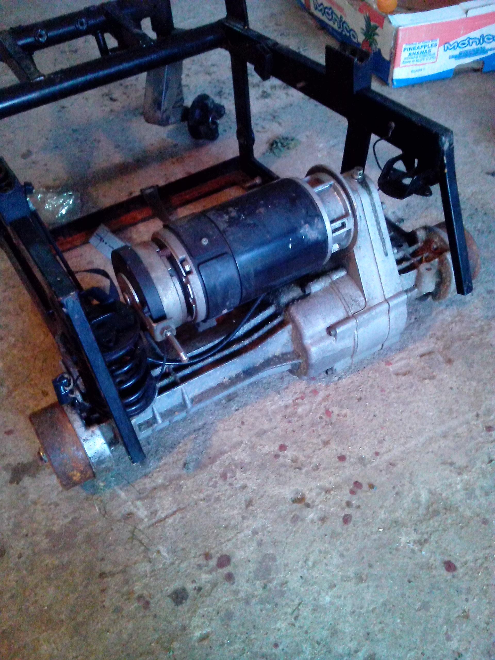 [Sprzedam] Motoreduktor DC 21V z w�zka inwalidzkiego (np do robota mobilnego)