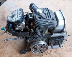 Silnik od kosy spalinowej/pompy do roweru.