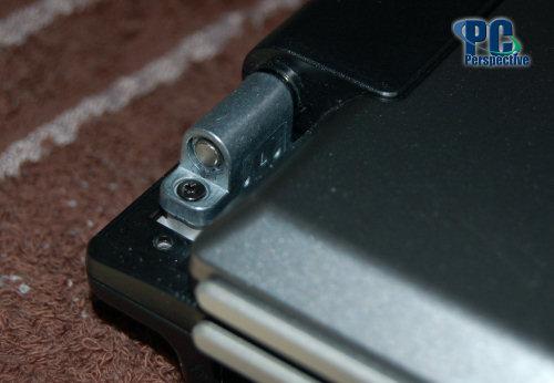 Z�amany zawias ASUS X70F - utrudnione otwieranie i zamykanie.
