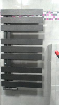 Montaż i podłączenie grzejnika łazienkowego typu drabinka