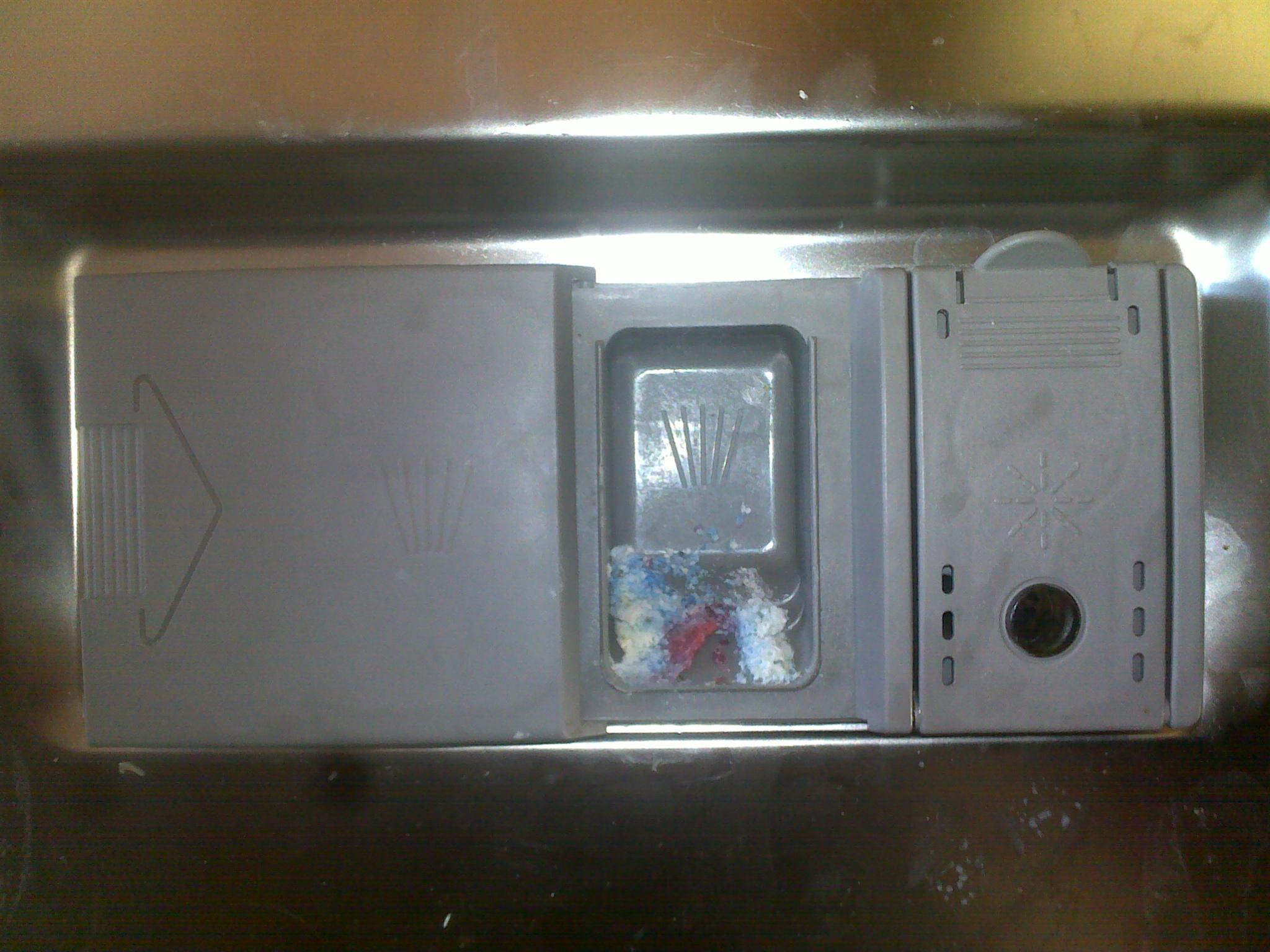 Zmywarka BOSCH SRS5612 nie domyka si� klapka dozownika