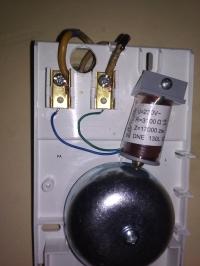 Napięcie na przewodzie neutralnym po podłączeniu dzwonka do drzwi
