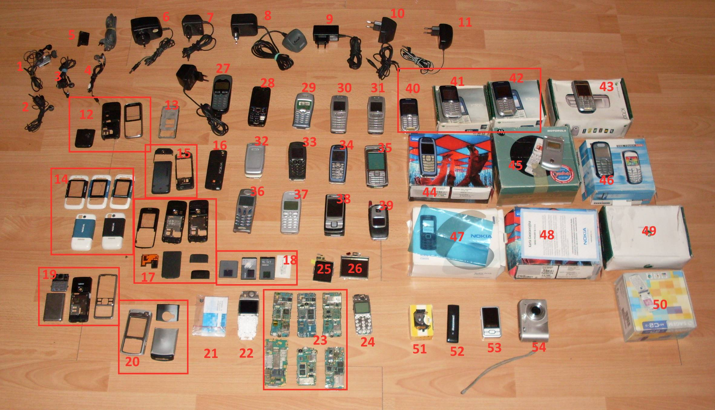 [Sprzedam] Zestaw uszkodzonych telefon�w, akcesori�w i nie tylko