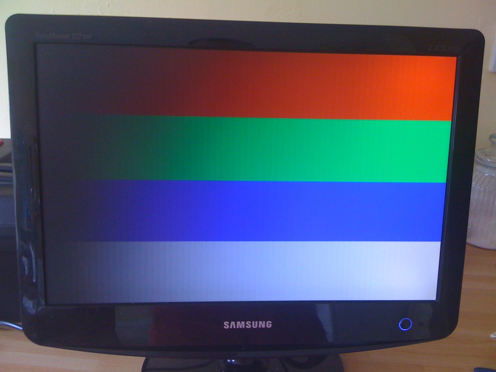 Samsung 932MW - kolorowe pasy RGB
