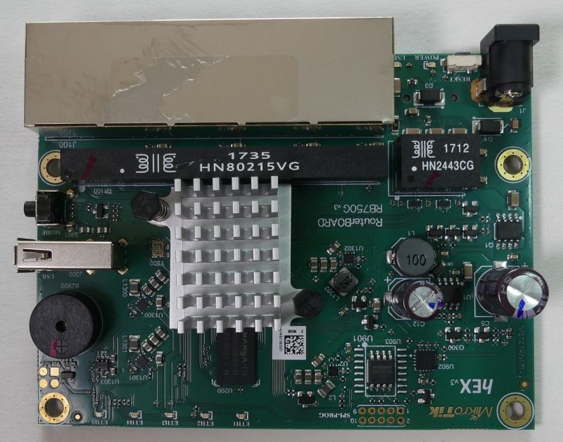 Zaglądamy do wnętrza Mikrotik RB750GR3
