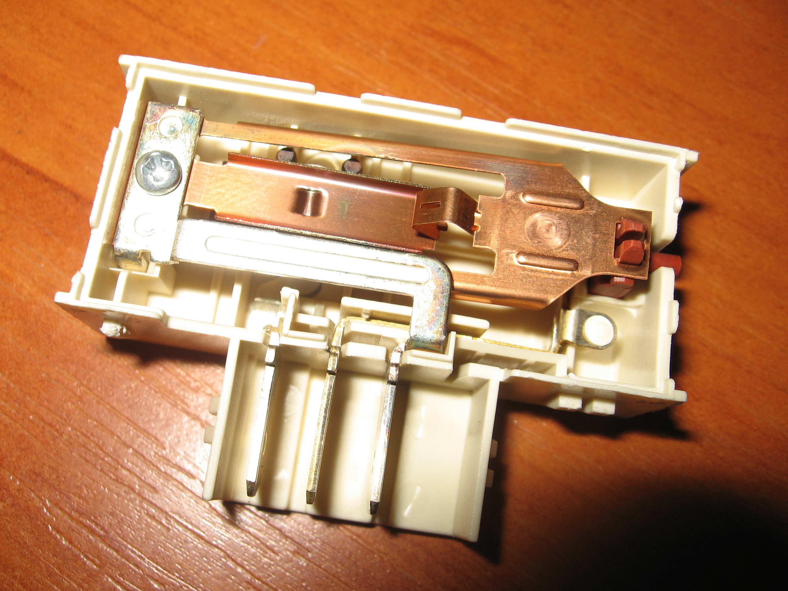 R1045AV - Wy��cza r�nic�wk�