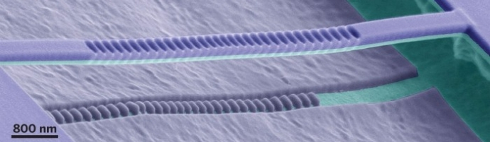 Laser organiczny o ultra ma�ych rozmiarach