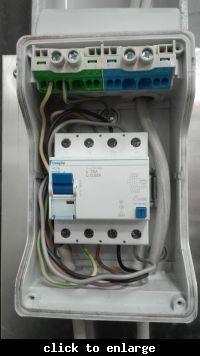 Jak podłączyć wyłącznik różnicowo-prądowy?