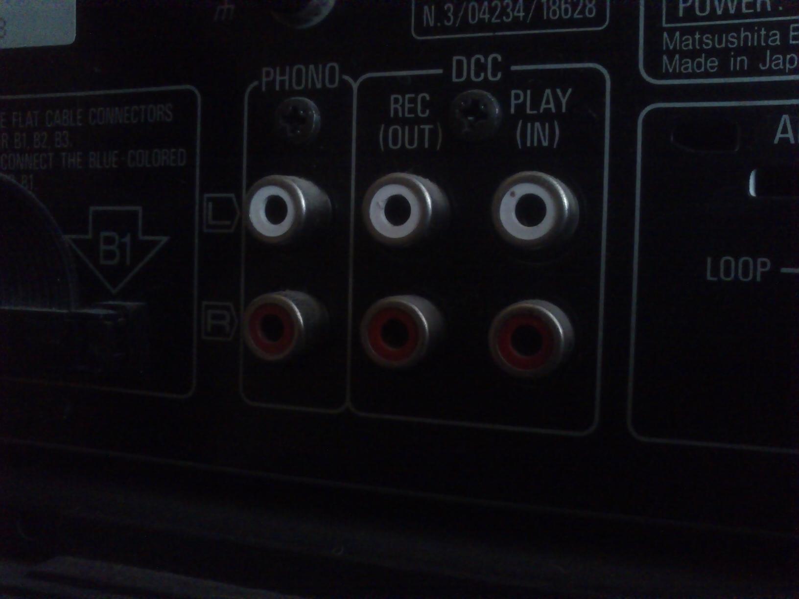 Trzeszcz� g�o�niki wie�y Technics SE-CH505a pod��czone do telewizora Panasonic!