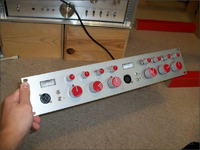8611 - dwukanałowy przedwzmacniacz mikrofonowy z EQ
