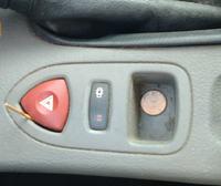Renault Laguna II 1,9 dCI - zepsuty włącznik świateł awaryjnych.