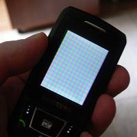 Samsung D900i - po wymianie zbitego LCD bia�y ekran z kolorow� kratk�