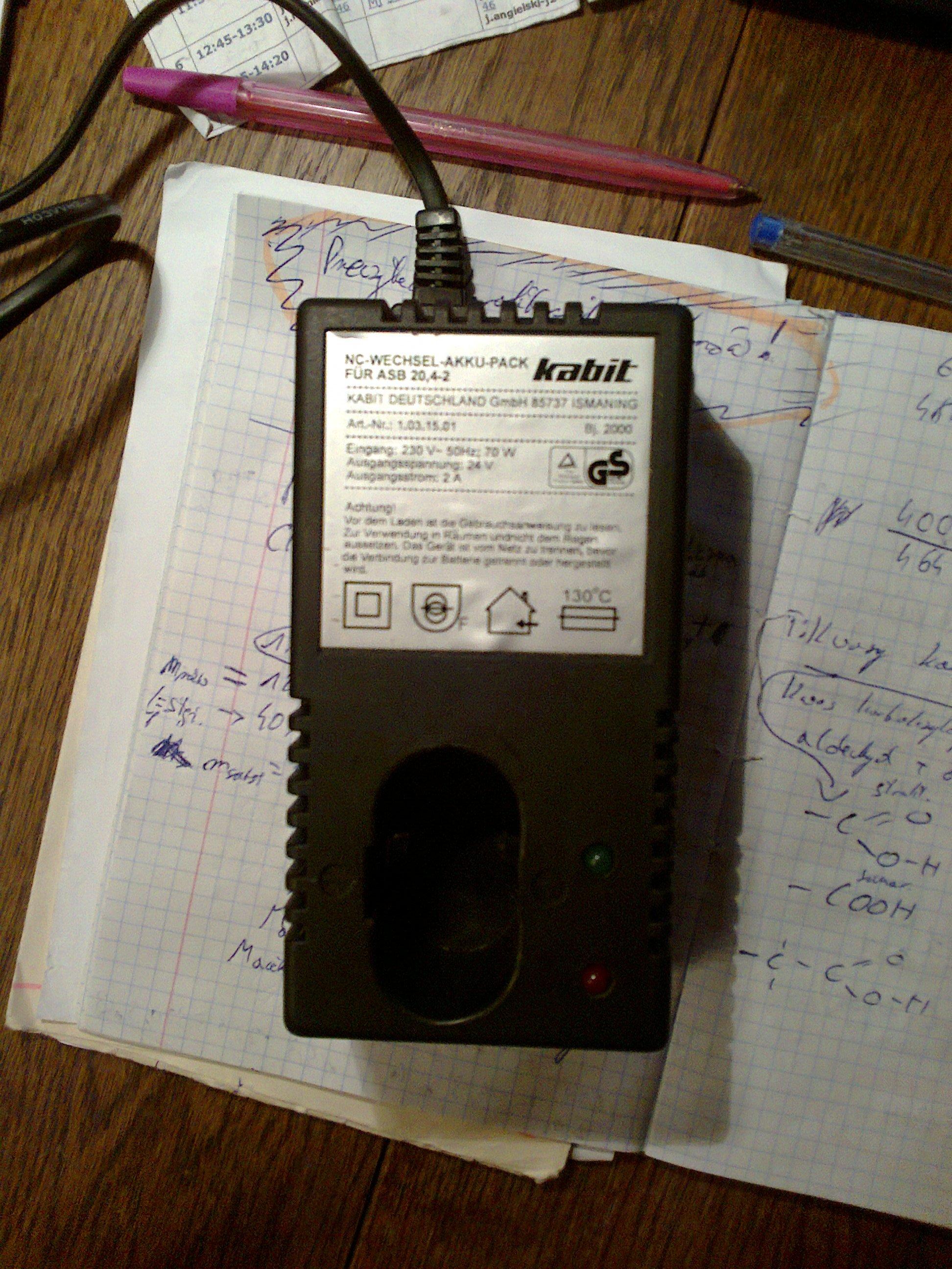 kabit 24V - Nie �aduje, kt�ra dioda ma �wieci� przy �adowaniu?