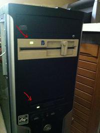 Dwie stacje dyskietek w jednym komputerze