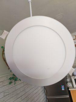 Zakłócenia UKF przez plafon LED