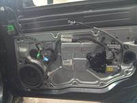 S80 IIgen 2007 D5 - Jak dobra� si� do mechaniki prawych przednich drzwi pasa�era