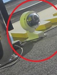 HIKVISION DS-2CD2132-I - Monta� kamery kopu�kowej na elewacji w pionie.