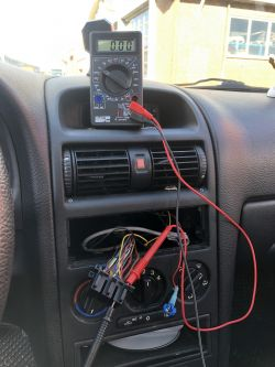 Opel Astra G 2002 - Brak prądu na kostce ISO oraz nie działający TID/MID