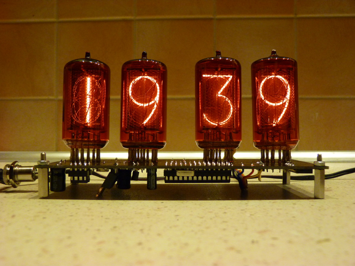 Zegar z lampami NIXIE - projekt w�asny
