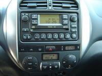 Toyota Rav4 II gen. Radio CD+Navi nie dzia�a po przekr�ceniu zap�onu.