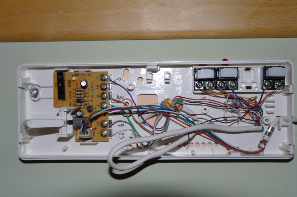URMET 1127/11 - Nowy panel rozm�wny jak pod��czy�