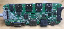 Wnętrze huba USB oferującego HDMI, VGA, Ethernet, Audio (BlitzWolf BW-TH8)
