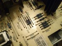 Indesit WIA102 - Bęben się prawie nie kręciMiga blokada drzwi i zmiana wirowania