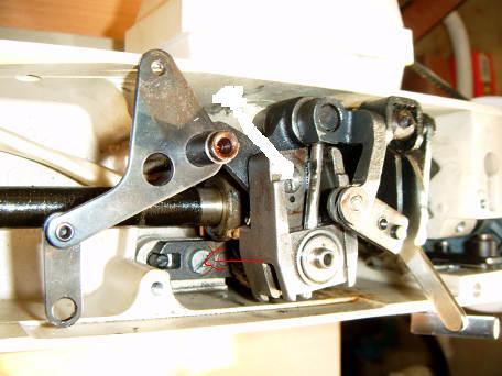 Maszyna do szycia łucznik 450 do czego służy ta śrubka zaznaczona strzałką