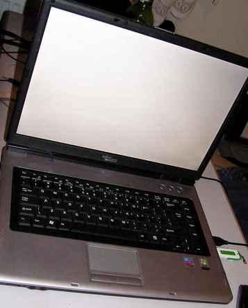 Laptop AMILO M1450G po 40min. pracy dziwnie wygasza matryce?