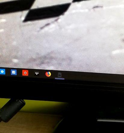 Przy włączaniu systemu na pasku zadań pojawiają się trzy rózne ikony i znikają
