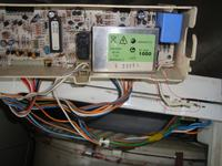 Mastercook elegance P6FE-700e - Odłączony biały przewód od programatora pralki.