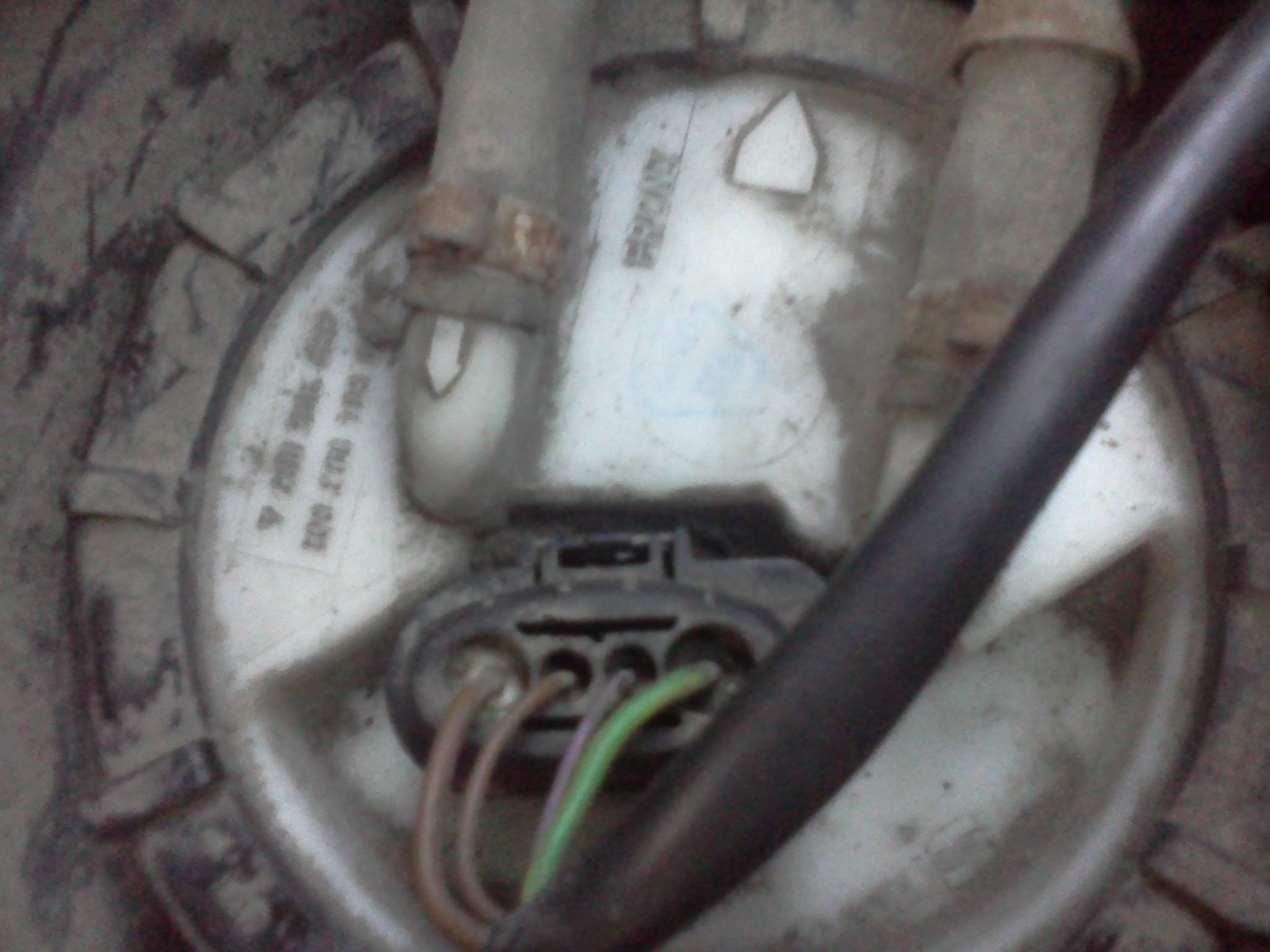 Passat B5 - wtyczka pompy paliwa