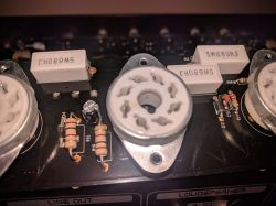 Combo gitarowe Bugera 333-212. Trzaski i szum podczas pracy.