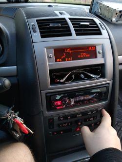Czy podane niżej radio pasuje do Peugeota 407?