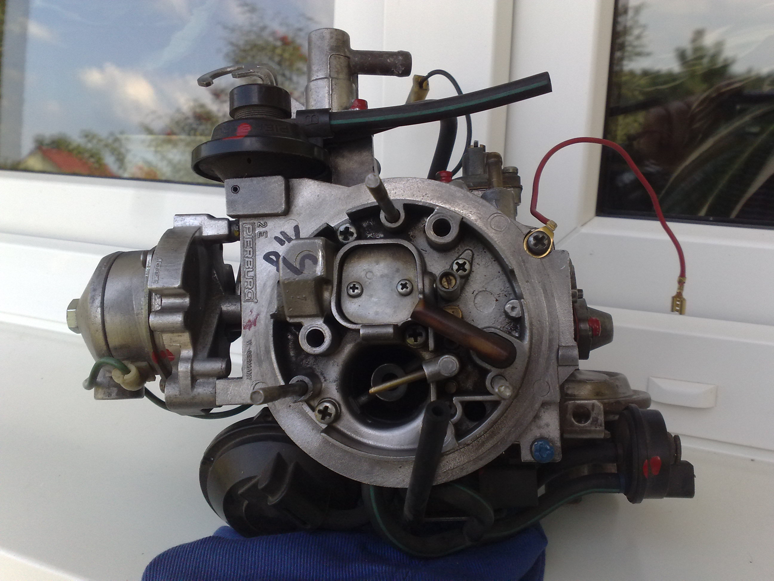 VW JETTA II ga�nik Pirburg 2E2 nier�wna praca silnika na ssaniu.