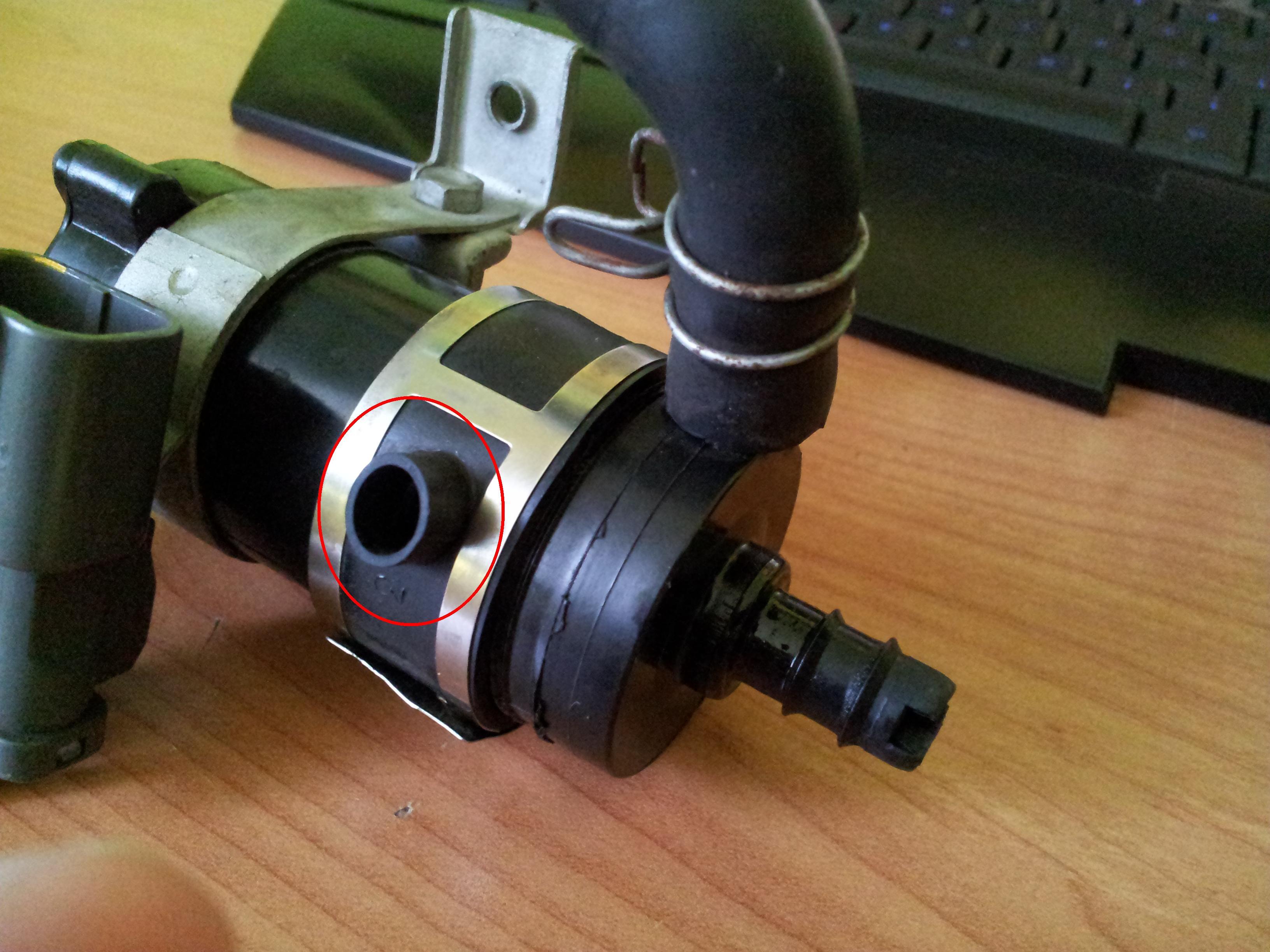 Pompa spryskiwaczy reflektor�w i 3 rurka