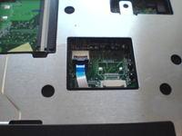 Toshiba SatelliteL40 - Urwany zaczep od gniazda ta�my touchpada.
