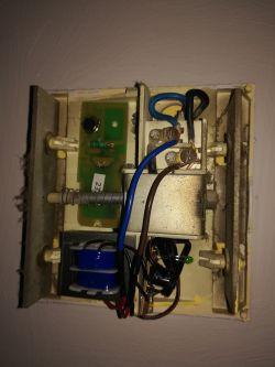 Dzwonek do drzwi i dodatkowe podłączenie innego dzwonka bezprzewodowo