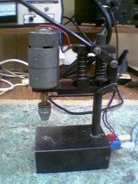 Silnik z wkrętarki jako mini wiertarka