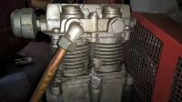 ELEKTRA BECKUM LP 325/10/40 - Kompresor olejowy dwutokowy - pluje olejem z wodą.