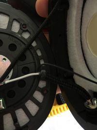 Jak wymienic zepsuty kabel w headsecie? Dziala tylko jedna sluchawka.