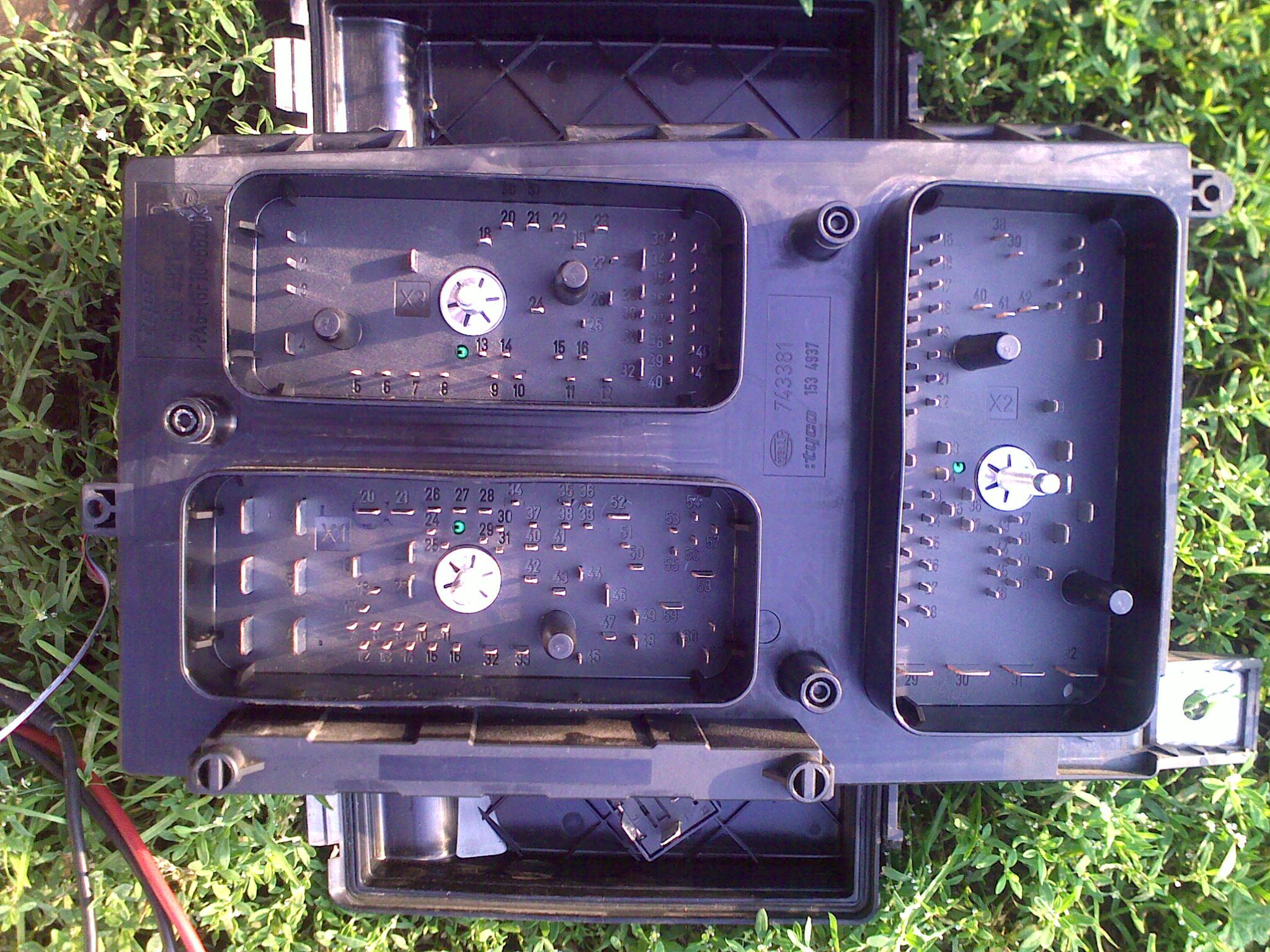 astra h 14xep - skrzynka bezpiecznik�w/przeka�nik�w od �rodka