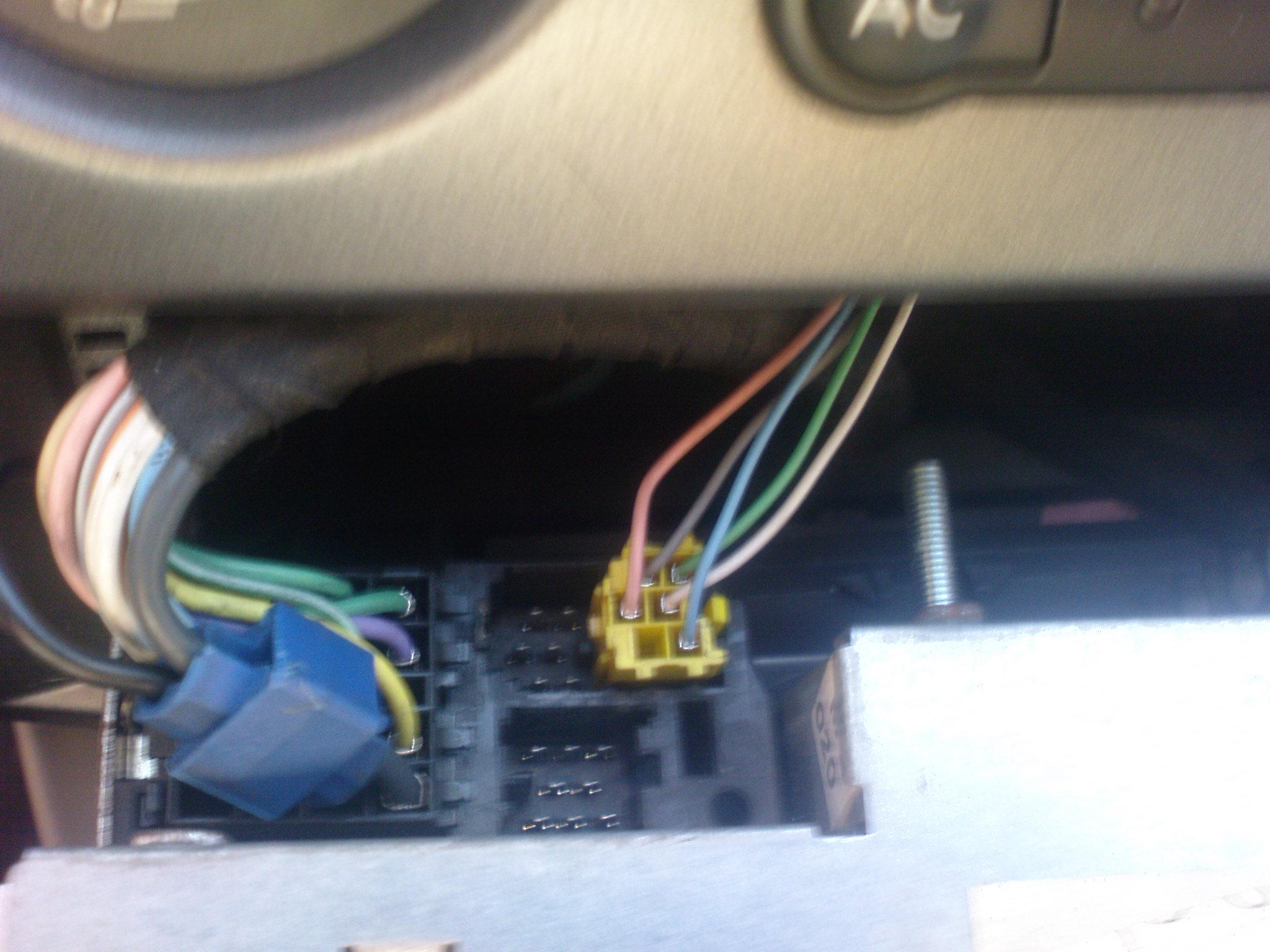 Pod��czenie radia VDO Renault Scenic ciemno na wy�wietlaczu.