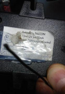 Alarm FALCON - pika po podłączeniu akumulatora